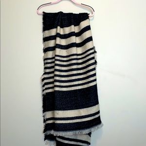 H and M Black and White Blanket Scarf